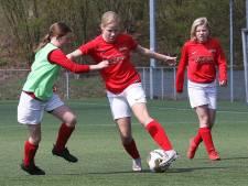 Meisjes voetballen 'als Oranje' bij Excelsior '31 in Rijssen