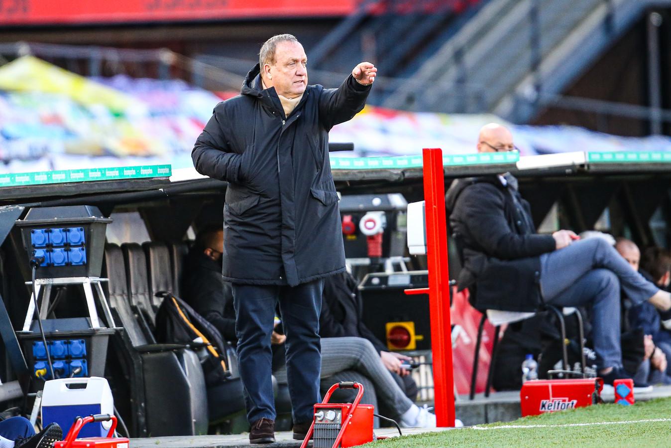 Trainer Dick Advocaat tijdens het duel met VVV-Venlo.