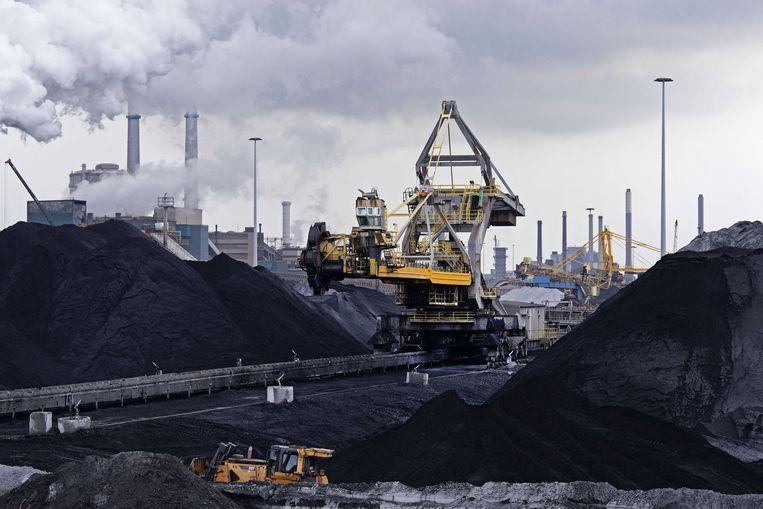 Staalproducent Tata Steel in Wijk aan Zee wil sneller dan gepland de overlast verminderen. Beeld Olaf Kraak, EPA