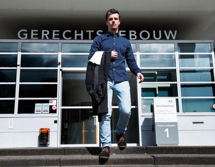 Dierenofficier Rolf Limburg voor de rechtbank in Utrecht.