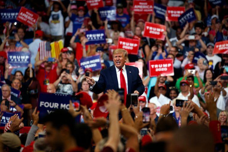 The Donald begon zijn herverkiezingscampagne in het Amway Center, de sportarena in Orlando. De fanbasis smulde van alle gekende Trump-truken.