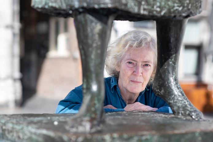 Kristianne Tummers, dochter van Vera Tummers-Van Hasselt, maakster van het Marikenbeeld.