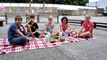 Speelvogels picknicken op speelplein Kaboom
