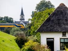 Spoorwegovergang Waardenburg gaat eruit