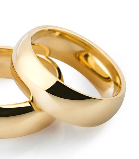 Politie vindt gouden trouwring tussen oude doppen