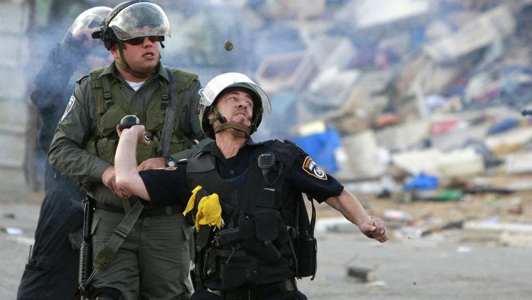 De Israëlische grenspolitie afgelopen vrijdag in Qalandia. Beeld ap