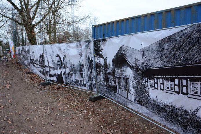 Op de nadarhekken rond de werf werden enkele banners met oude foto's van het vroegere Zomerhuis gehangen.