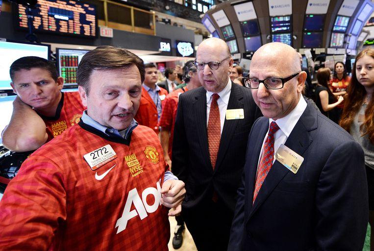 Joel (r) en Avram Glazer, de Amerikaanse eigenaars van Manchester United. Beeld EPA