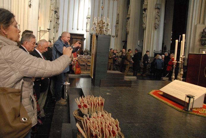 De herdenkingsplaquette krijgt in de nabije toekomst een vaste plek in de Gedachteniskapel.