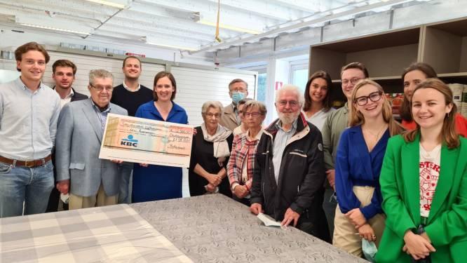 Rotaract schenkt 2.500 euro aan vzw Kansarmen Oudenaarde