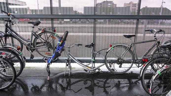De fietsen die er achter drie weken nog staan krijgen een groen lintje.