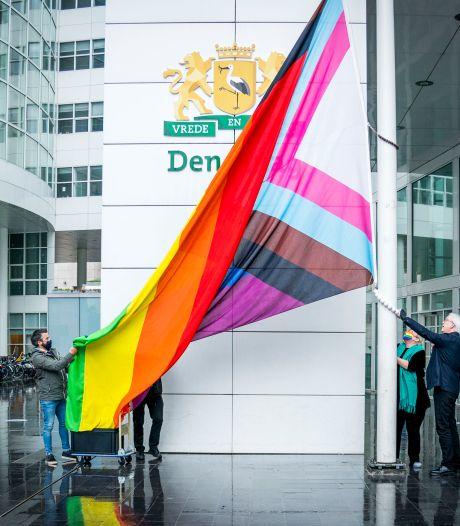 Den Haag hijst vlag op internationale dag tegen queerfobie: 'Belangrijk om regelmatig bij stil te staan'