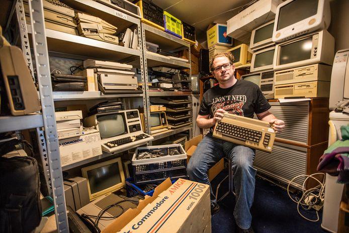 Bart van den Akker wil met zijn retrocomputers in Helmond een heus museum starten.