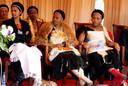 Drie van de 14 vrouwen van koning Mswati III. Foto AFP