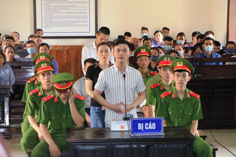 Een van de veroordeelden in de rechtbank in Vietnam.  Beeld AFP