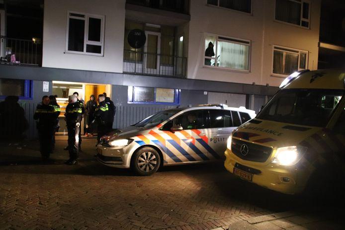 De politie doet onderzoek naar de toedracht van de verwondingen.