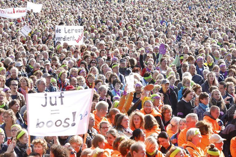 In het Haagse Zuiderpark staakten vorige week donderdag tienduizenden basisschoolleerkrachten Beeld Inge van Mill