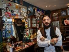 Scharen en stoelen aan de kant, punk in barbershop tijdens Popronde Zutphen: 'Lekker energiek, net als onze zaak'