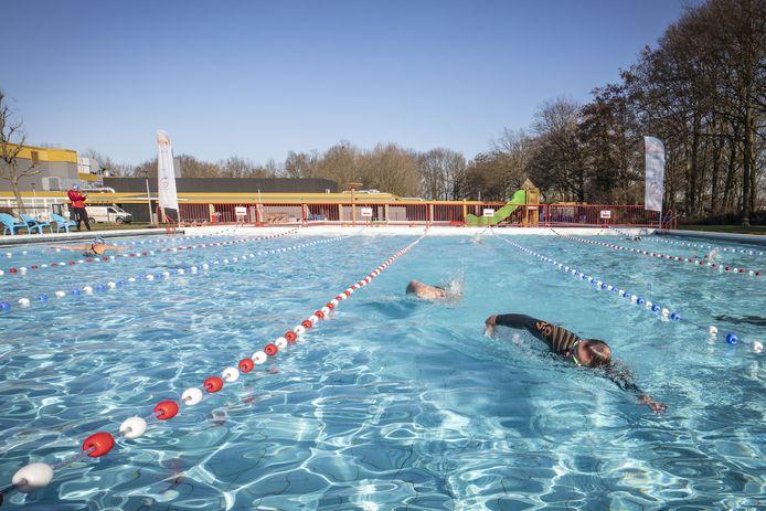 Baantjes trekken kon al een tijdje buiten, nu gaat het bad twee middagen open voor recreatieve bezoekers.