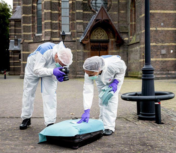 De verdachte koffer die werd gevonden bij de Sint Vituskerk in Hilversum bevat geen explosieven. Dat blijkt uit onderzoek van de Explosieven Opruimingsdienst Defensie (EOD).