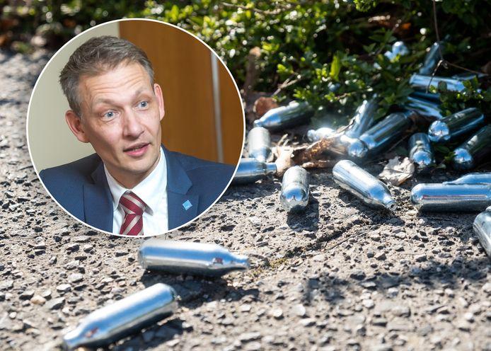 Lachgaspatronen, ook in Zwolle worden ze veel aangetroffen. Inzet: wethouder Michiel van Willigen.