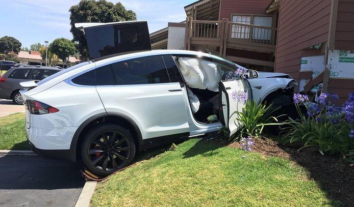 Crash met Tesla Model X.
