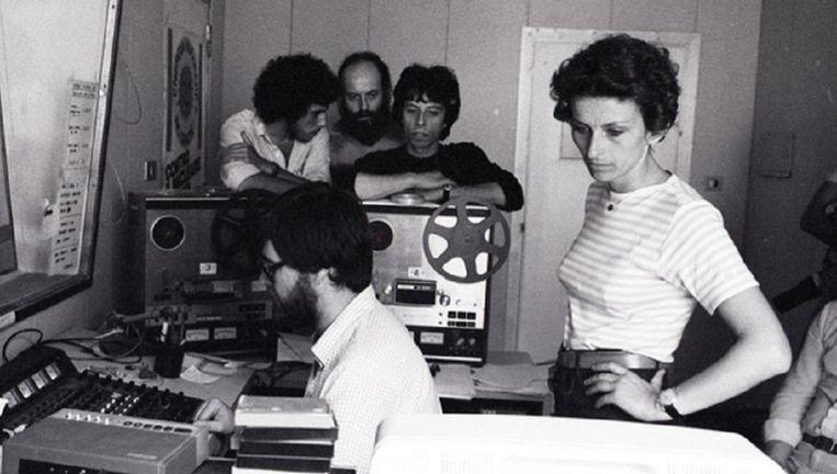 Rome, juni 1979: Emma Bonino (destijds 31) in de studio van Radio Radicale, het radiostation van haar Radicale Partij Beeld Vittoriano Rastelli / Corbis / Getty
