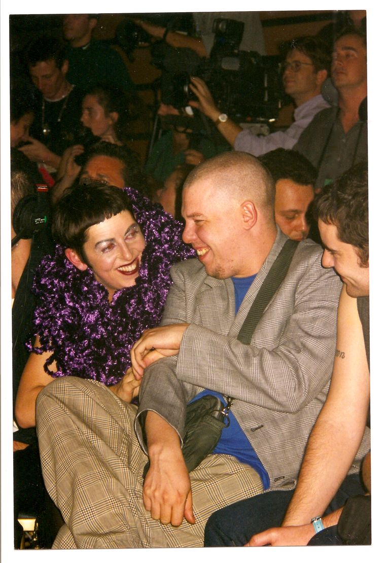 Een jonge McQueen en Isabella Blow.  Beeld