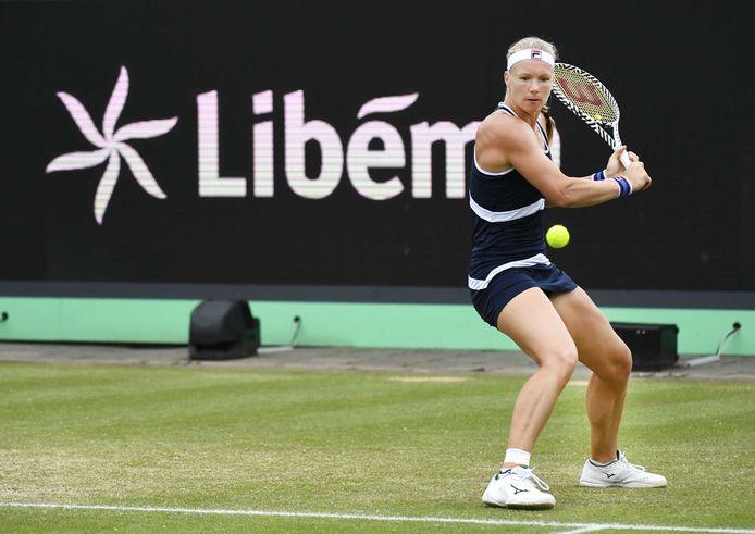 Kiki Bertens in actie tijdens haar partij tegen Elena Rybakina (Kazachstan) op grastoernooi Libema Open.
