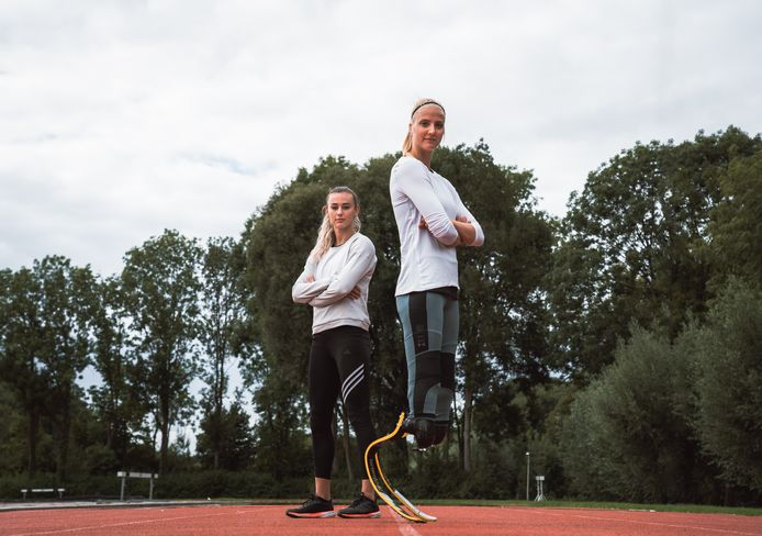 Nadine Visser (l) en Fleur Jong (r).