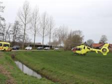 Fietser gewond naar het ziekenhuis na botsing met personenauto in Echteld