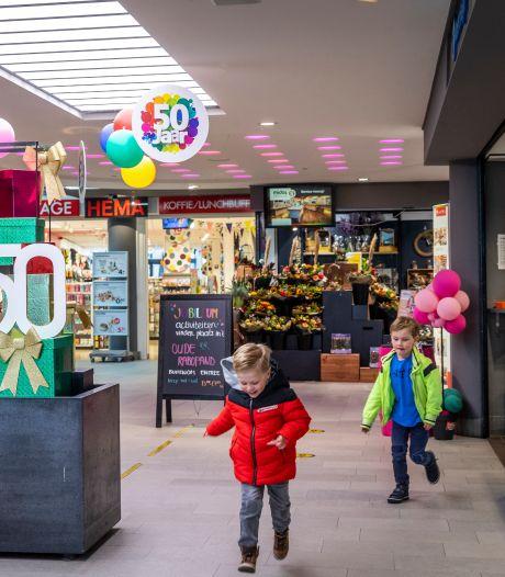 Winkelcentrum Midas in Asten 50 jaar charmant klein: 'Iedereen loopt hier makkelijk binnen'