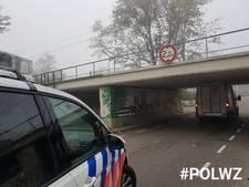 Auto klem onder viaduct Waddinxveen