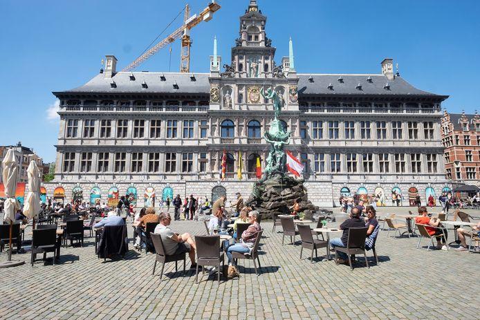 De Grote Markt is één groot terras tegenwoordig.