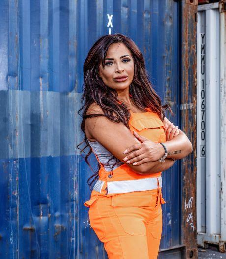 """Dokwerkster Fatima (34) maakte ook voor programma 'De Sterkste Handen' haar handen al vuil: """"Zet me alsjeblieft nooit achter een bureau"""""""