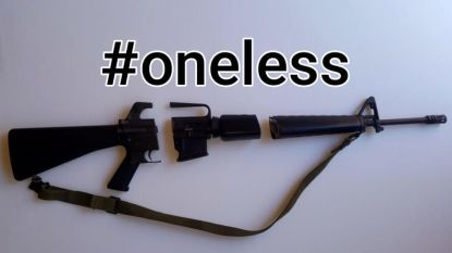 """Eigenaar van AR-15 zaagt wapen in stukjes: """"Al redt het maar één kind"""""""