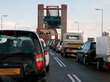 Boa's moeten verkeer regelen bij grote brugstoring