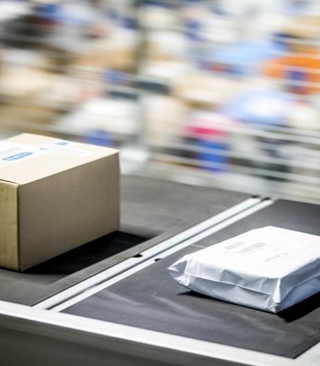 Tweetal opgepakt voor oplichting met postpakketjes in Ugchelen