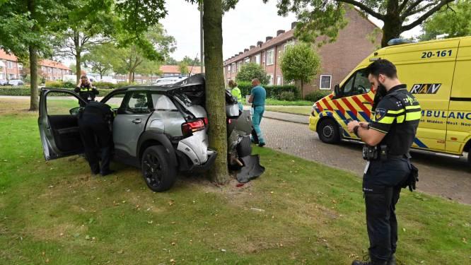 Gewonde bij botsing tegen boom in Breda
