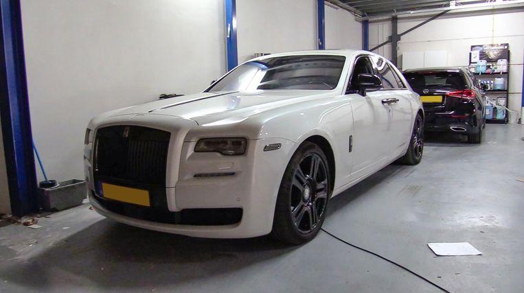 Een Rolls Royce van Gaby H. die op 5 maart bij een laatste inval in beslag werd genomen. Beeld politie.nl