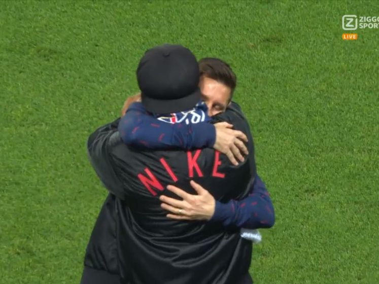 Schitterende beelden: Messi knuffelt voetbalvriend Ronaldinho in Parijs