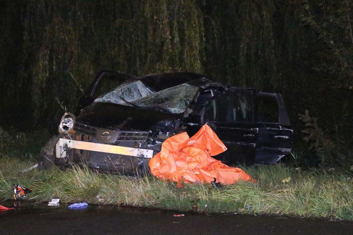 Een 24-jarige Schiedammer kwam om het leven. Twee bijrijders raakten gewond.