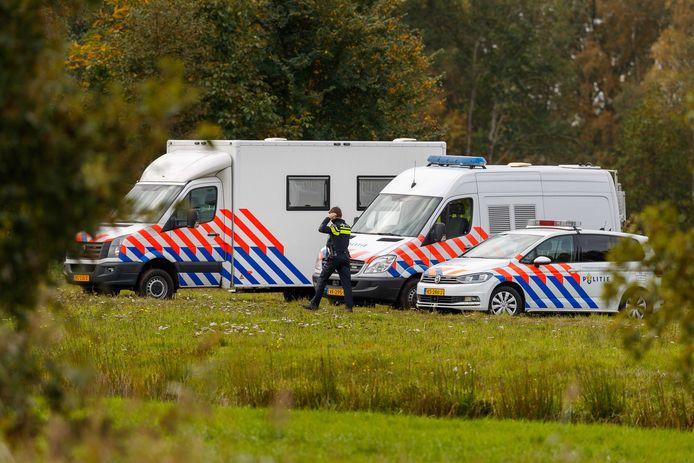 De politie bij de boerderij in Ruinerwold in de noordoostelijke Nederlandse provincie Drenthe.