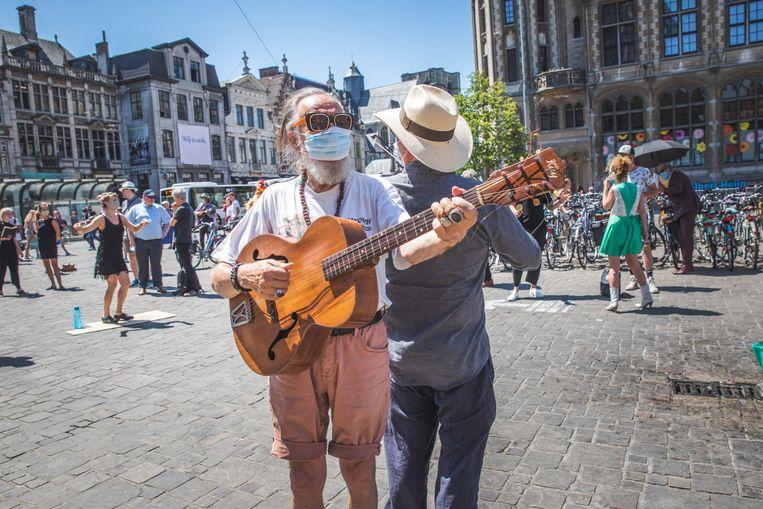 Een flashmob van de cultuursector op de Korenmarkt in Gent enkele weken geleden.