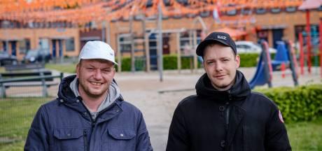 Oranjekoorts in Twente? Het Vinkenplein in Almelo is bloedfanatiek: 'Ik leef het hele jaar toe naar het EK!'