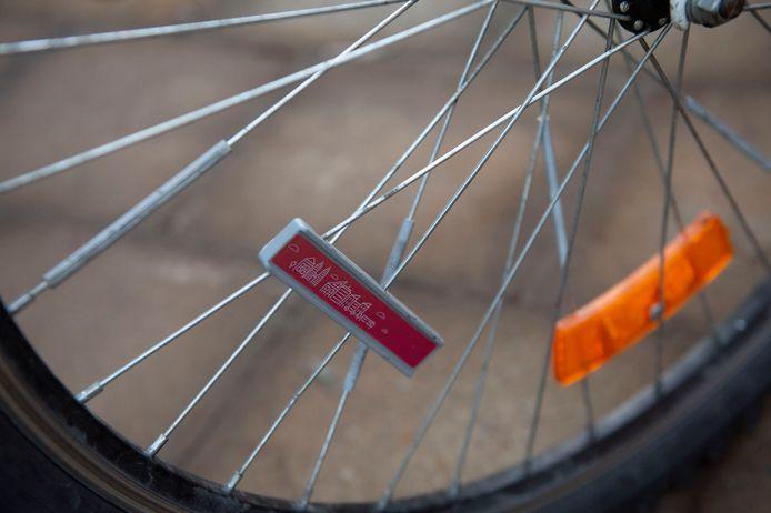 Met een chip aan de fiets kunnen kinderen vanaf maandag digitale munten verdienen.