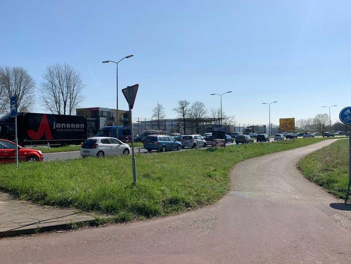 Ook bij de oprit van de N3 in de richting van Papendrecht moeten weggebruikers aansluiten.