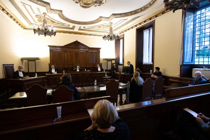 De rechters van Vaticaanstad bogen zich gisteren voor het eerst over een seksueel misbruikzaak.