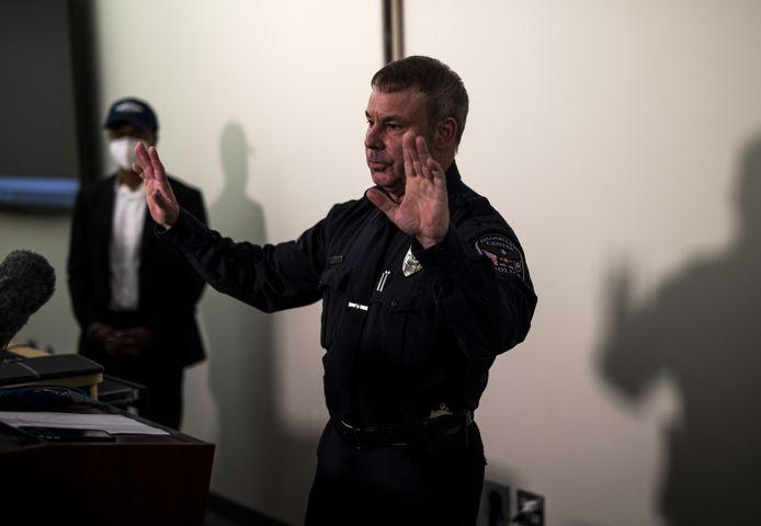 Commissaris Tim Gannon tijdens een persconferentie.