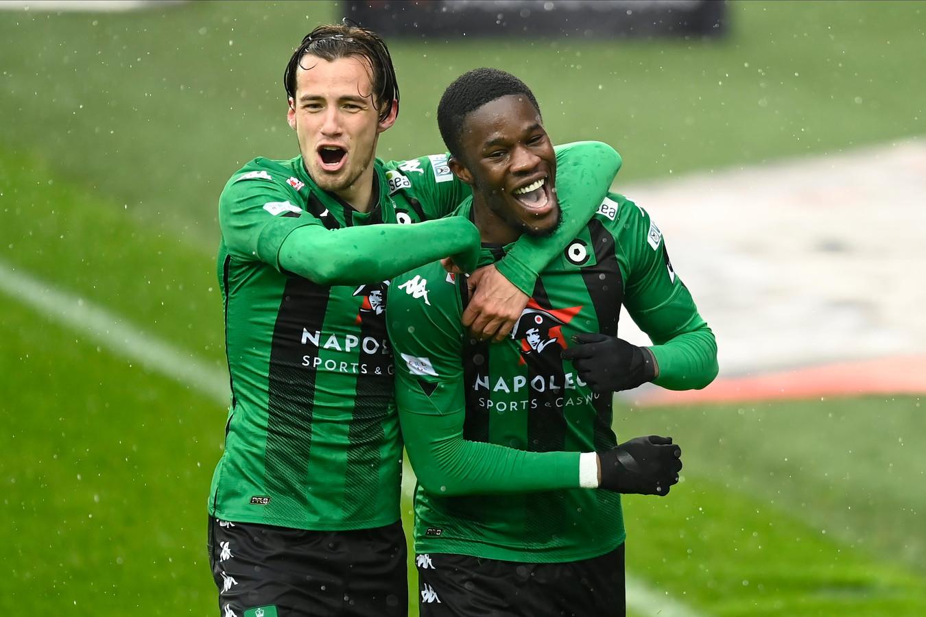 Olivier Deman (links) viert met Ike Ugbo. Het Cercle-jeugdproduct floreerde onder Vanderhaeghe.